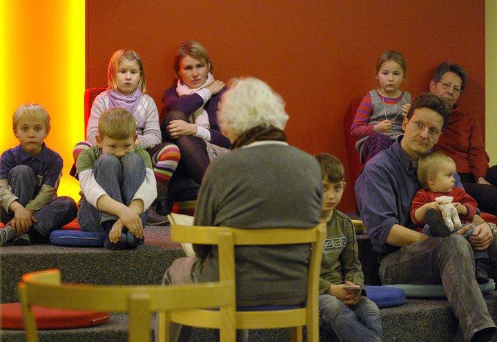 Vorlesen in der kinderbibliothek